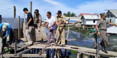 Ganggu Estetika, Jamban Apung di Pulau Kelapa dan Pulau Panggang Dibongkar