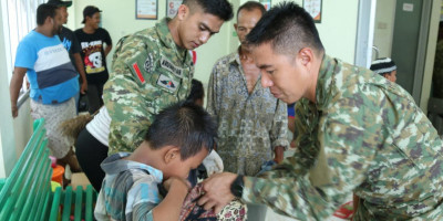 Sunatan Massal di Perbatasan RI-PNG
