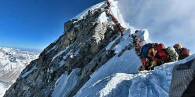Seluruh Izin Pendakian ke Gunung Everest Dibatalkan Imbas Corona