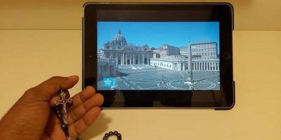 Berdoa dari Roma Bersama Paus di Vatikan