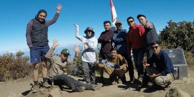 Penantian Panjang Summit Gunung Lawu, Dengkul Mau Copot