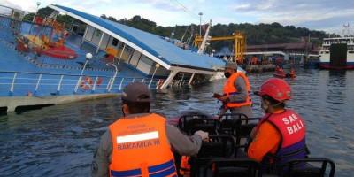 Bakamla RI Evakuasi 60 Penumpang Kapal yang Tenggelam di Bali