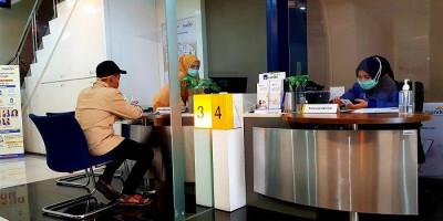 Partisi Kaca di Bank Mandiri