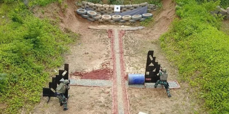 Latihan Menembak Reaksi Marinir