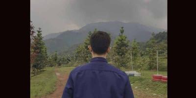 Diantar Rombongan Anak Kecil di Gunung Salak