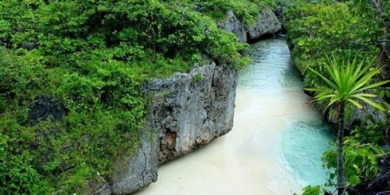 Pantai Sambunyi, Hidden Paradise di Maluku Tenggara