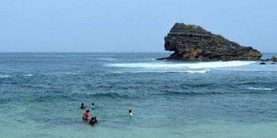 Pantai Watu Karung, Destinasi Wisata dengan Ombak Kelas Dunia