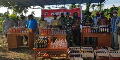 Sambut Hari Bhayangkara, TNI-Polri Musnahkan 1.034 Botol Miras