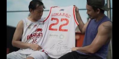 Cerita Momen Final IBL 2008, Pandji Dapat Hadiah Jersey dari Denny Sumargo