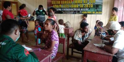 Pengobatan Massal TNI di Pelosok Diserbu Ratusan Warga
