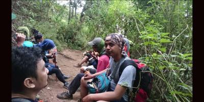 Pengalaman di Gunung Lawu, Bertemu Dua Pendaki Misterius