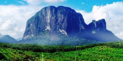 Bukit Batu Kelam, Destinasi Wisata yang Menguji Adrenalin
