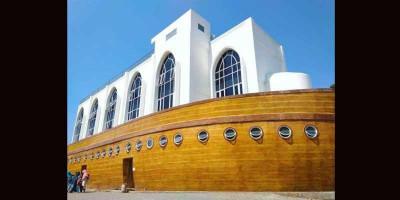 Beribadah Sekaligus Piknik di Masjid Kapal Semarang