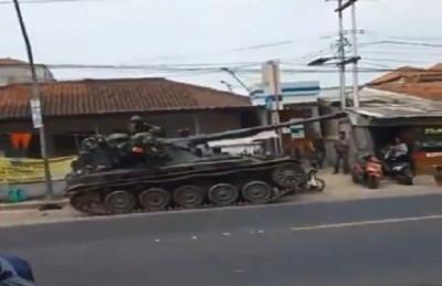 Tank TNI Hantam Motor dan Gerobak, Polisi: Tidak Ada Korban Jiwa