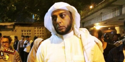 Syekh Ali Jaber Minta Maaf Tak Bisa Lindungi Penusuknya dari Amuk Massa
