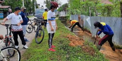 Sembuh dari Covid-19, Wali Kota Singkawang Tjhai Chui Mie Pimpin Kerja Bakti Bareng Warga