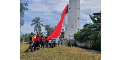 Bendera Raksasa di Menara Suar