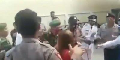 2 Video Polisi Viral, Satu Bubarkan Acara Hiburan Lainnya Berjoget Bareng Biduan