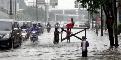 Hujan Deras Guyur Jakarta, Genangan Sampai Setinggi 150 Sentimeter