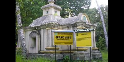 Liburan Sambil Ngulik Sejarah di Pulau Penyengat