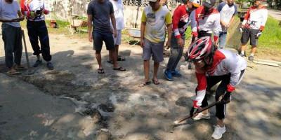 Antisipasi Banjir, Wali Kota Singkawang Tjhai Chui Mie Kerja Bakti Bareng Warga