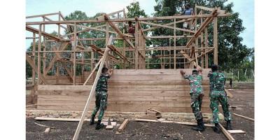 Prajurit Satgas Pamtas Yonif 125/Simbisa Bantu Bangun Rumah Warga Perbatasan