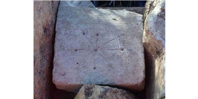 Simbol-simbol Penyihir di Reruntuhan Gereja Abad Pertengahan