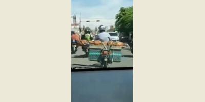Video Viral, Pria Ikat Jenazah Ibunya di Sepeda Motor