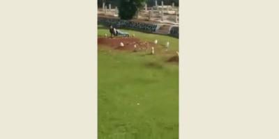 Remaja Ini Pengin Viral, Injak dan Cabut Nisan di Taman Makam Pahlawan