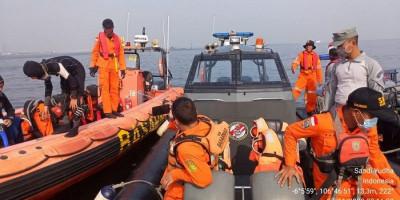 Tim Sar Gabungan Cari Korban Kapal Tenggelam di Perairan Muara Baru