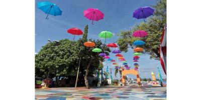 Warna Warni Payung Cantik Meriahkan HUT Kepulauan Seribu