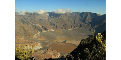 Wisatawan Belanda Terpaksa Dievakuasi dari Gunung Tambora