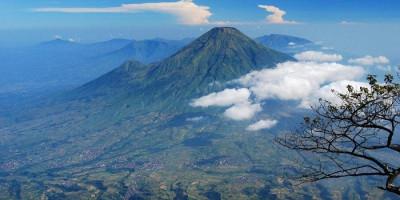 Menaklukan Tiga Gunung yang Jadi Atap Jawa Tengah