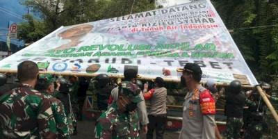 Lagi, Baliho Rizieq Shihab Berisi Ucapan 'Revolusi Akhlak' Diturunkan