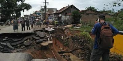 Hujan Lebat Bikin Longsor Empat Ruas Jalan di Simalungun