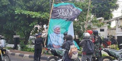 Sudah Ratusan Gambar Rizieq Dicopot, Warga Juga Turun Tangan