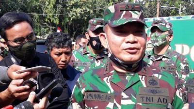 FPI Minta Baliho Rizieq Dinaikkan Lagi, Pangdam Jaya: Mereka Siapa?