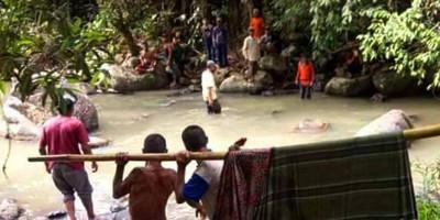Berenang di Curug Ngebul, Remaja Tewas Terjepit Batu