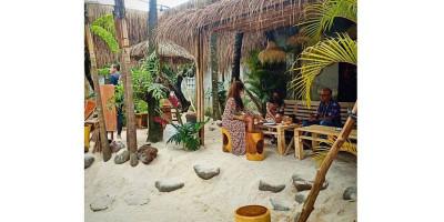 Menikmati Suasana Bali di Tengah Kota Kembang