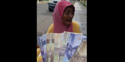 Tega Banget, Uang Nenek 80 Tahun Buat Beli Beras Ditukar Uang Mainan