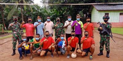 Tingkatkan Minat Olah Raga, Satgas Yonif 125 Sumbangkan Net dan Bola Voli