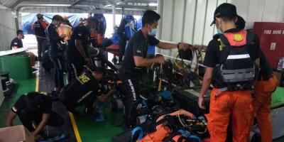 Penyelam BSG dan IDRT Mulai Evakuasi Korban Sriwijaya Air dari Bawah Air