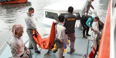 Penyerahan Kantong Jenazah dan Serpihan Sriwijaya Air SJ-182