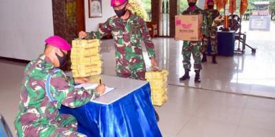 Prajurit Yon Roket 2 Marinir Galang Bantuan Logistik Bagi Korban Bencana Alam Di Mamuju Dan Banjarmasin