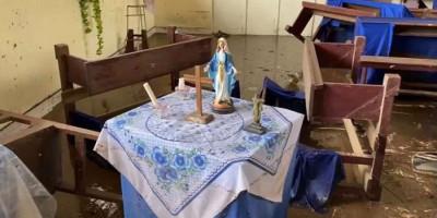 Mukjizat Itu Nyata, Patung Bunda Maria Masih Berdiri Tegak Diterjang Banjir