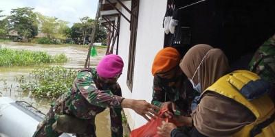 Satgas Marinir Tembus Daerah Sulit Dijangkau di Kalsel