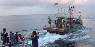 Lihat, 2 Kapal Malaysia Lari Kepergok Tangkap Ikan di Selat Malaka