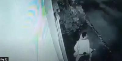 Polisi Cari Sepasang Kekasih yang Asyik Mesum di Atas Sepeda Motor