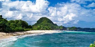 Goa Cina, Pantai Eksotis Pas untuk Camping