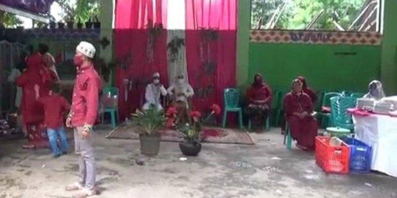 Tidak Undang Tamu, Warga Duren Sawit Gelar Pernikahan di Tempat Daur Ulang Sampah